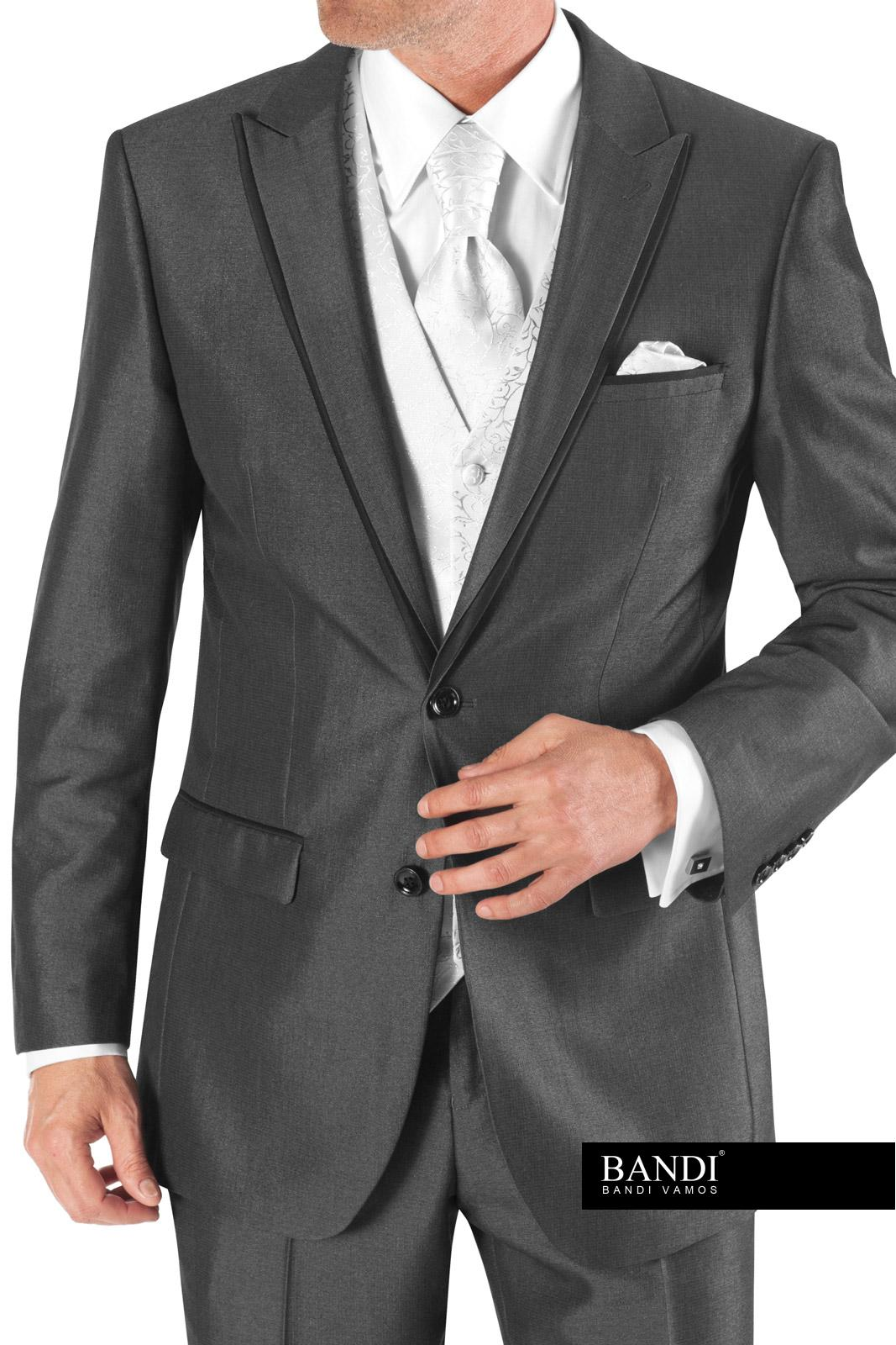 Šedý oblek s regatou
