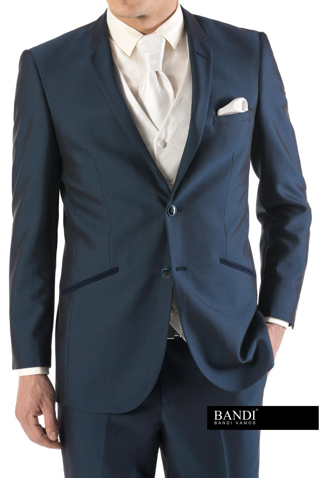 Modrý oblek s regatou