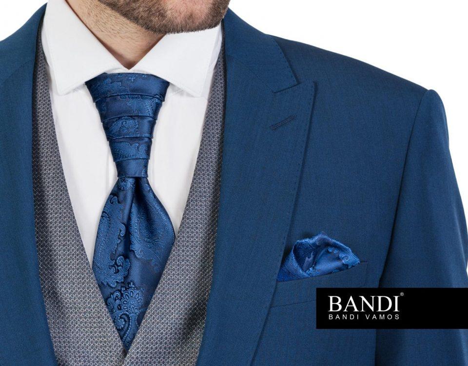 Ženich s modrou regatou a kapesníčkem