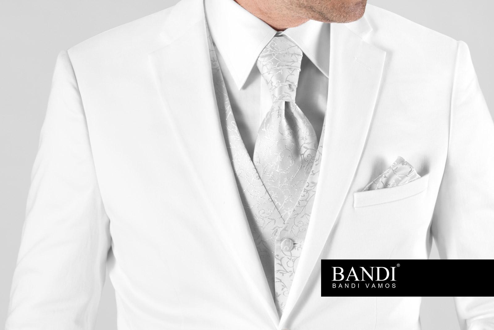 Bílý oblek pro ženicha na svatbu?