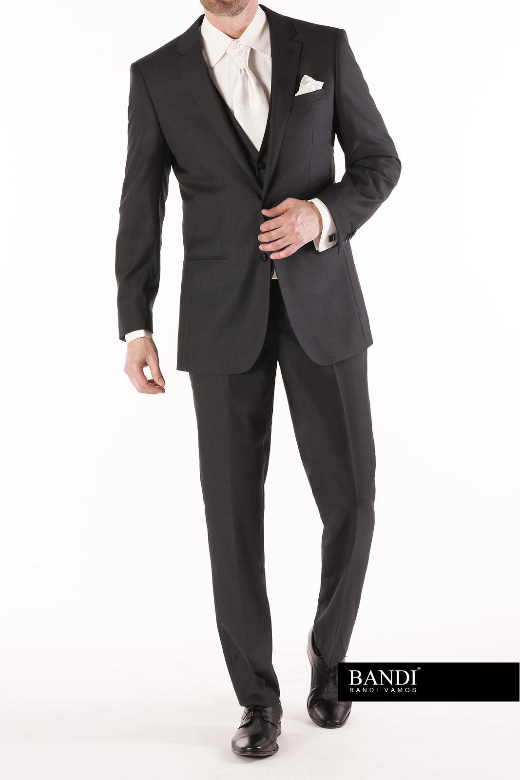 Tmavý oblek pro ženicha