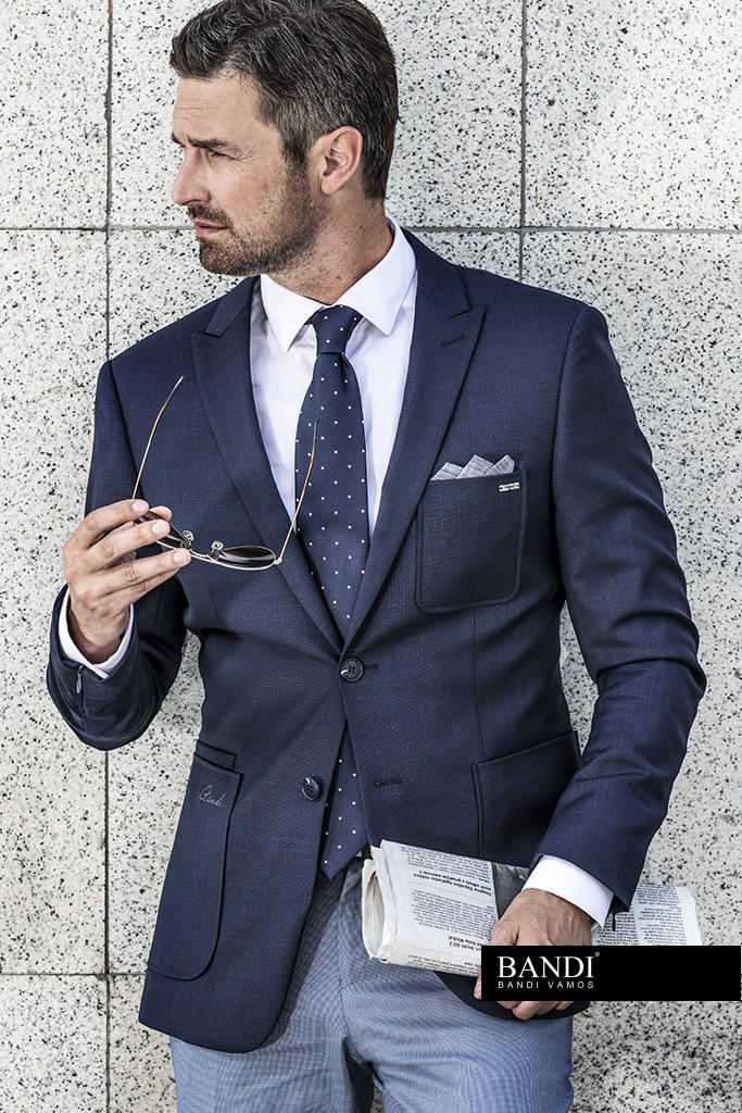 Ideální outfit pro dress code Business Casual s volnočasovým sakem a bílou košilí