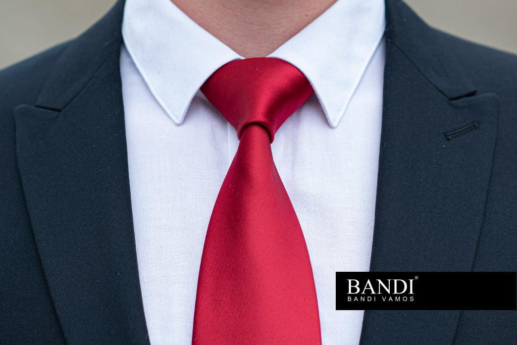 Kravatový uzel Pratt perfektně doplní košili s úzkým límcem