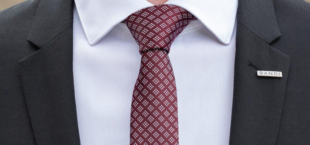 Uvažte snadno a rychle kravatu v ruce